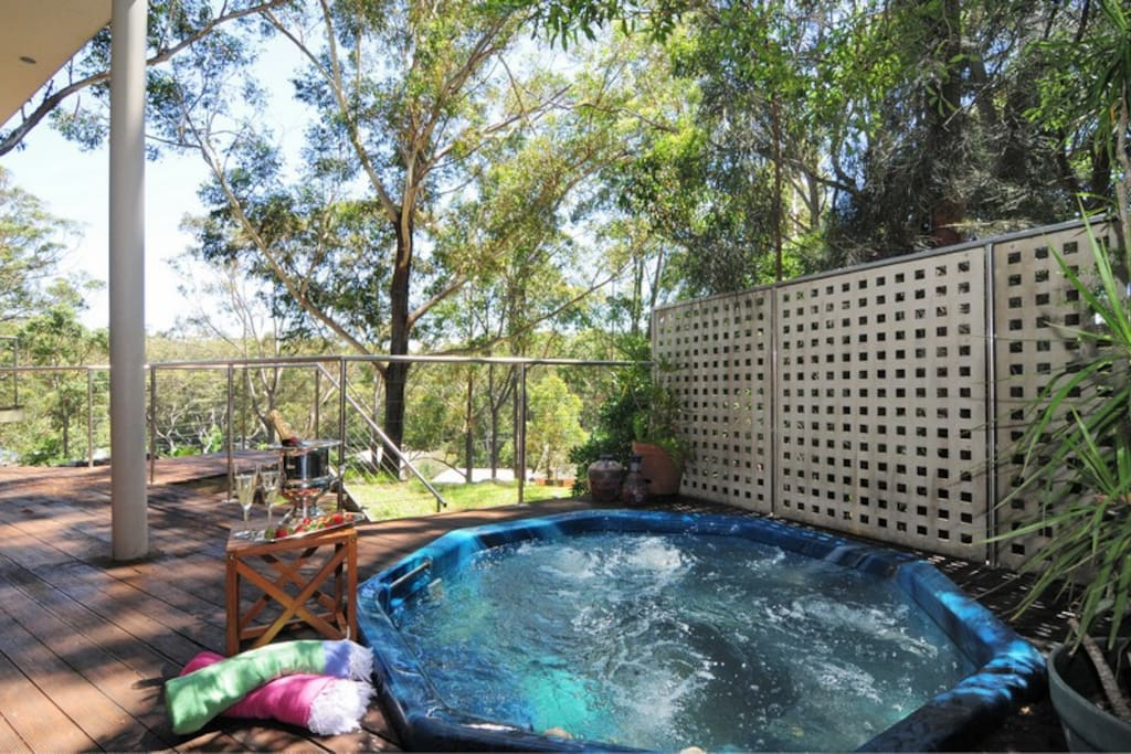 Relax with a glass of wine, under the stars and gum tree canopy, in this 6-person heated jacuzzi.