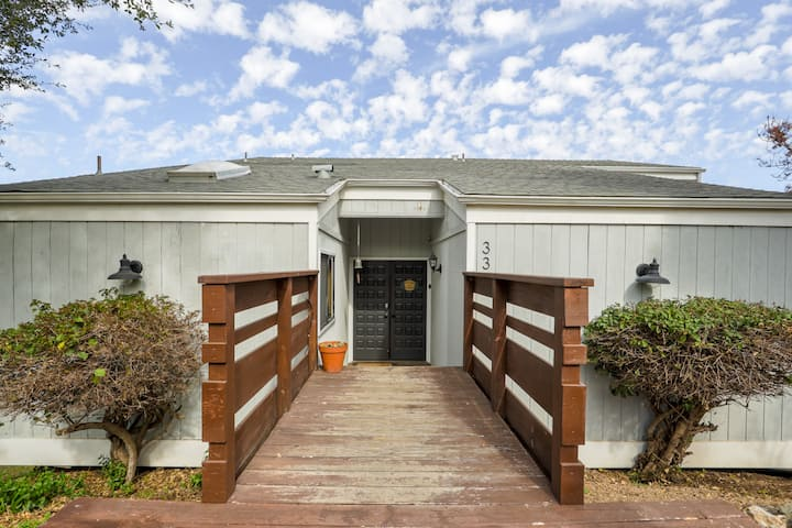1 BD/1 BA - Cozy Cabin Style Home