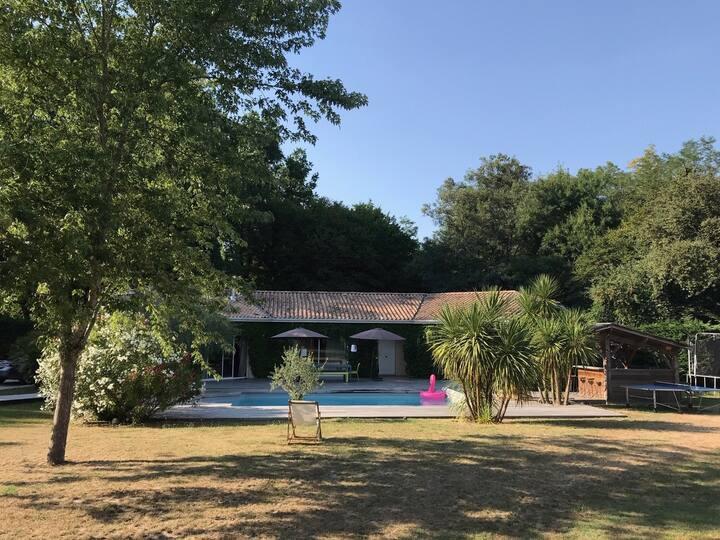 Jolie Maison au calme, proximité Bordeaux.
