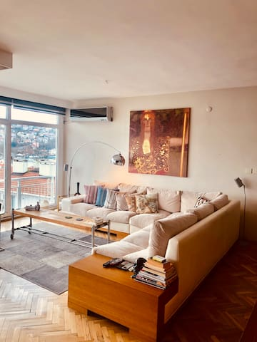 Perfect flat with a Bosphorus view...
