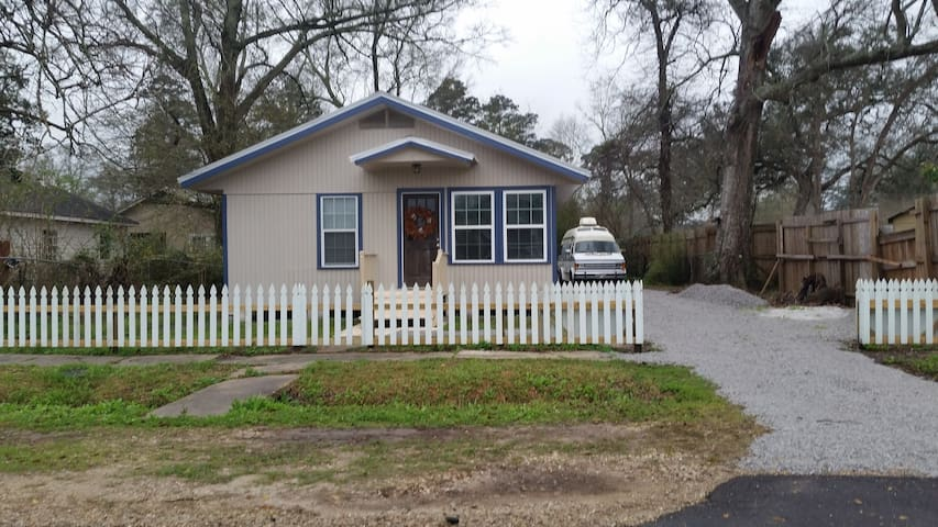 Simple living in remodeled cottage - Covington - Huis