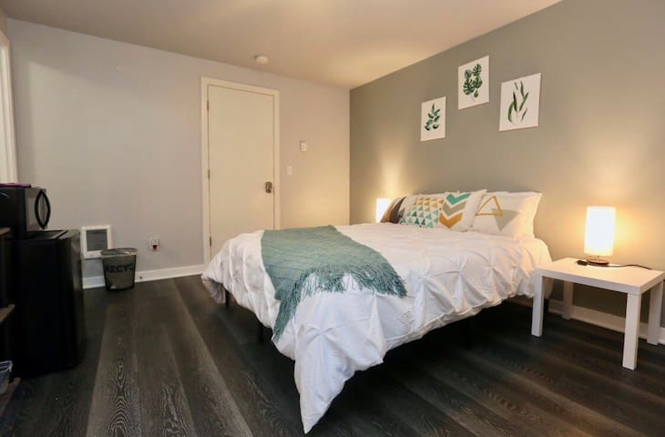 West Seattle Suite between Airport and Downtown!