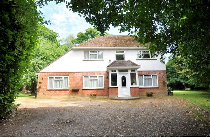 4-5 Bed Detached House in semi rural setting