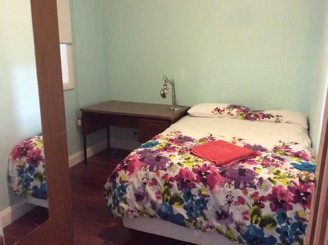 Small cosy room - Castle Hill