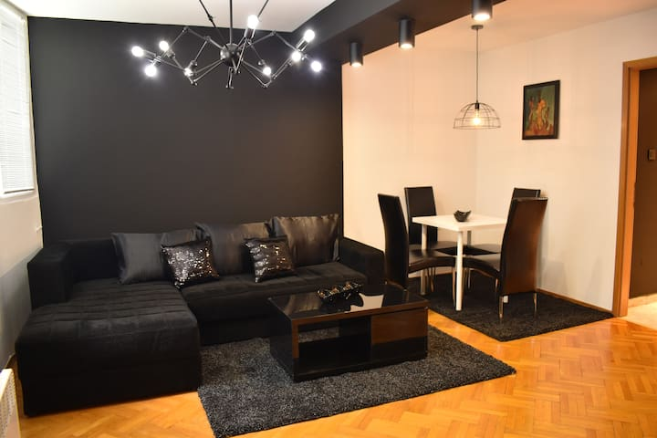 Naumovski apartments-Square-District-LateCheckIn