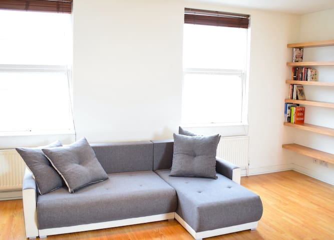 Sunny & Spacious 2-Bed Flat in North West London - Grand Londres - Appartement