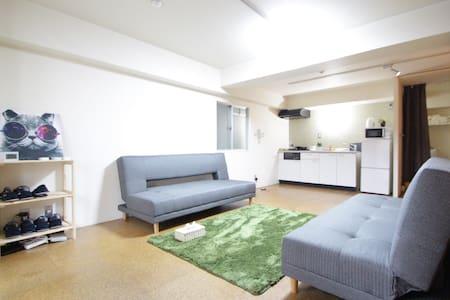 無限WIFI + 4張床 最多容納8人入住 位於大阪道頓堀 - Chuo Ward, Osaka - Apartamento