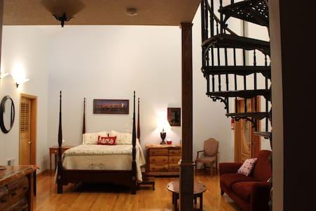 Quiet Luxury Loft / Multi-Shower / Sauna / Gardens - Tigard