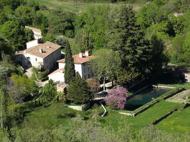 Domaine de La Magdeleine, au coeur de la Provence