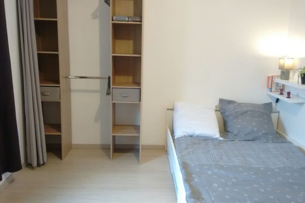 chambre meubl e et quip e de 13m2 apartments for rent in valence rh ne alpes france. Black Bedroom Furniture Sets. Home Design Ideas