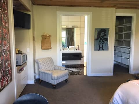 Large studio in Arrowtown - across from Millbrook