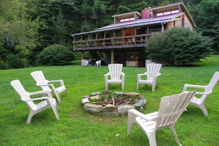 Large 3- Story Home, Hot Tub, Fire Pit, Skiing - Boone