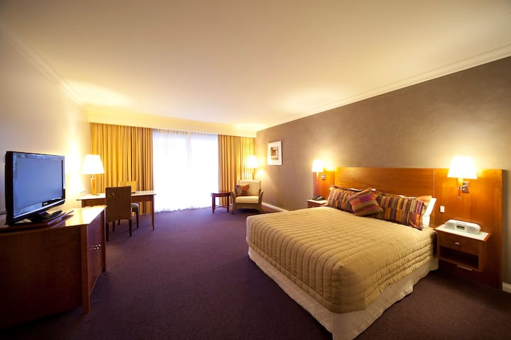 Executive Queen Room at Century Inn Traralgon