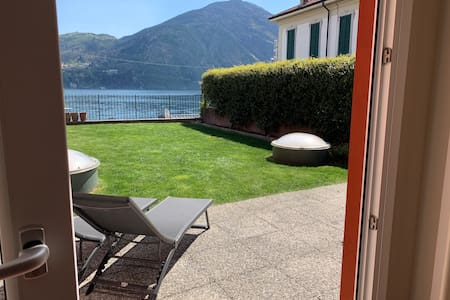 Epic view, large sunny garden, direct on the lake!