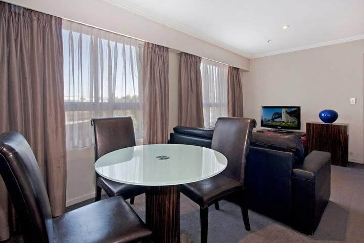 Darling Harbour 1 Bedroom Apartment-Sydney Centre