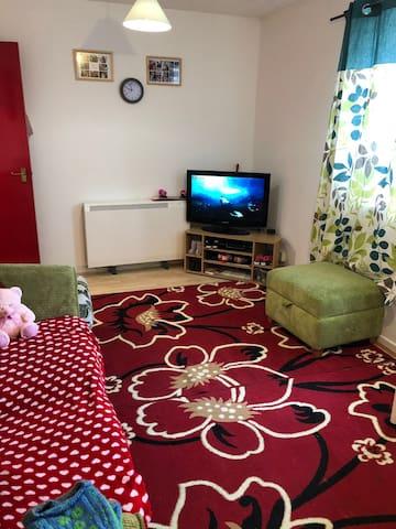 stunning modern studio with sleeping area-Enfield