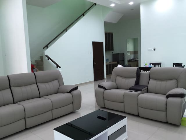 Semi-D homestay at Villa Mutiara - Simpang Ampat - House