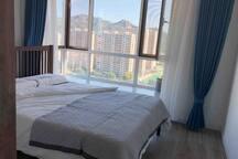 一层南卧室,实木床、慕思软硬两用床垫、满足您睡眠的不同需求