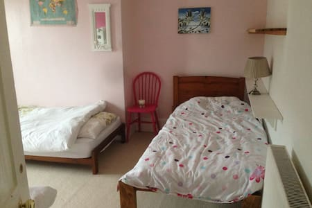 Bed #2 in Sunny Shared Room, SandgateYogaLodge.com