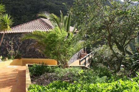 Casas del Chorro - Algarrobo - Agulo - Hus