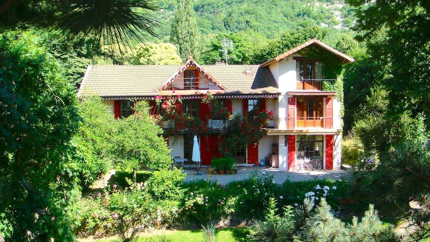 Belle maison dans la forêt à 15' centre de Genève