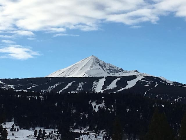 Big Sky Apartment with view of Lone Peak, Meadow
