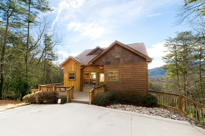 Snowdrift Cabin - Sunsets, Panoramic Views, Hot Tub & Outdoor Gas Firepit