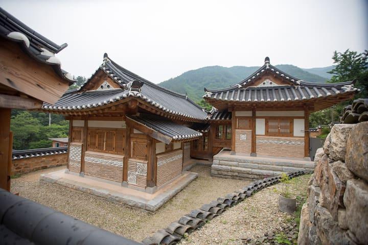 나운채-푸르름이 구름처럼 펼쳐지는'녹운재' - Soyang-myeon, Wanju-gun