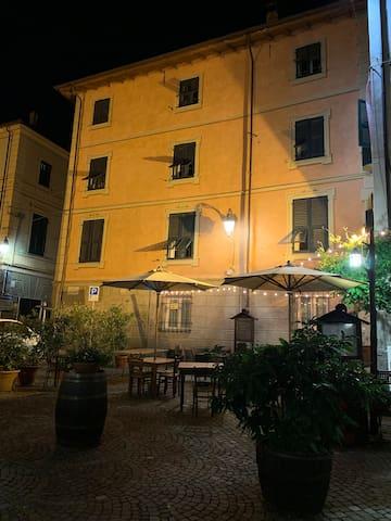 Il palazzo di notte 2
