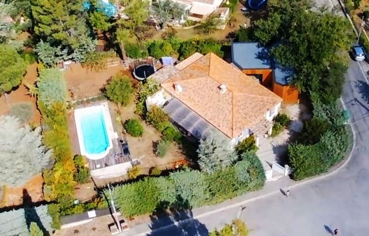 Provence / modern wood house with pool  -10%/month - Gréasque - Haus