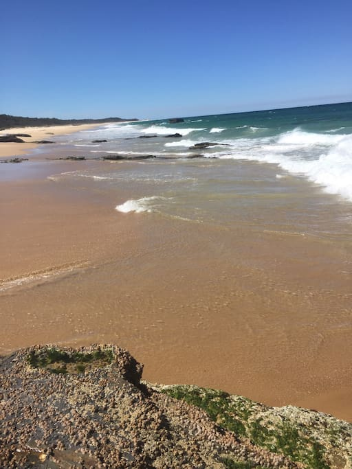 Patrolled beaches with 4wd access for some great rock and beach fishing.