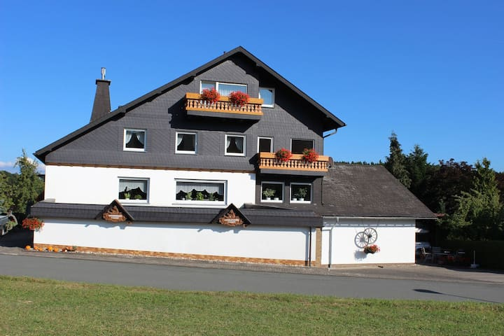 Cosy, small apartment with balcony in the Rothaargebirge Nature Park
