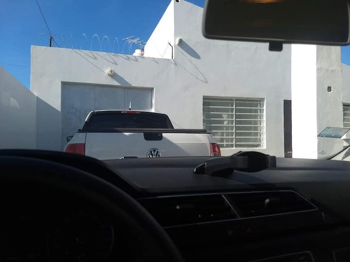 Casa con entrada para 2 autos, a 3 cuadras del mar