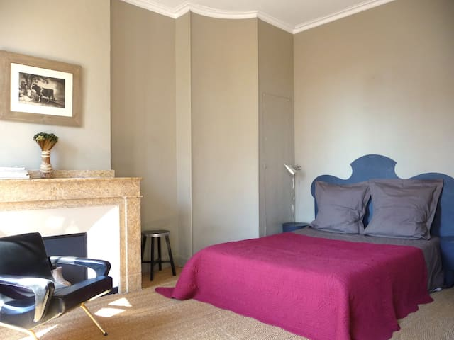 Independent Bedroom with Private Shower Room - Carcassonne - Dům