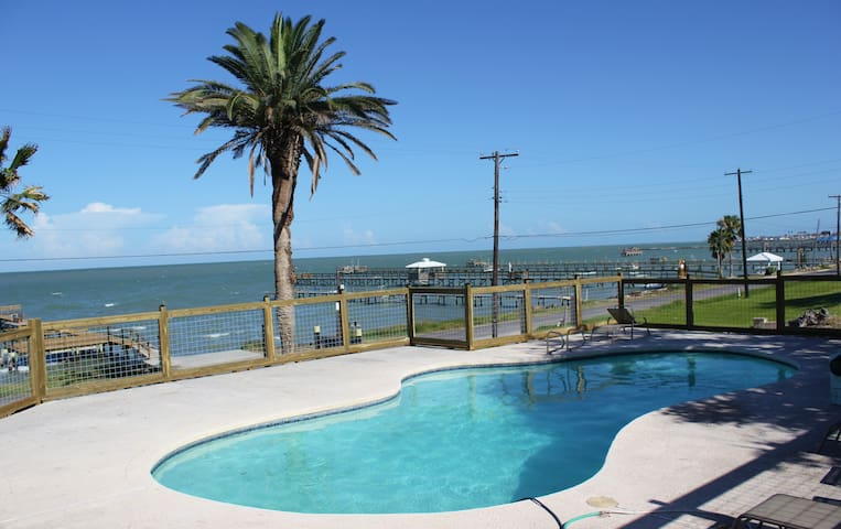 Caprice Cottage located Water View w/Fishing Pier