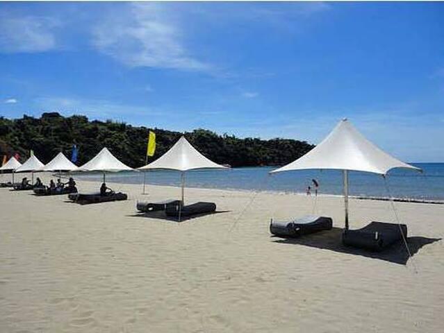 Beach Condo @ Camaya Coast (*Free Access to Beach)