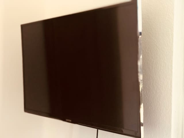 """23"""" TV with USB2 and HDMI connections"""