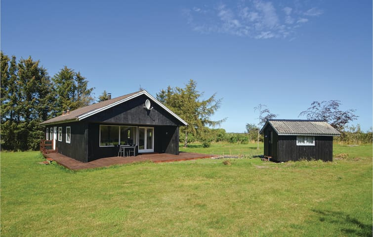 Holiday cottage with 3 bedrooms on 69m² in Spøttrup