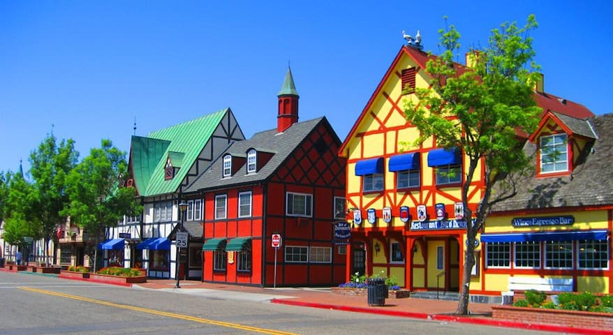 Downtown Solvang Studio ~ (Sleeps 2)