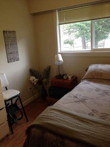 Charming bright space downtown - Kamloops