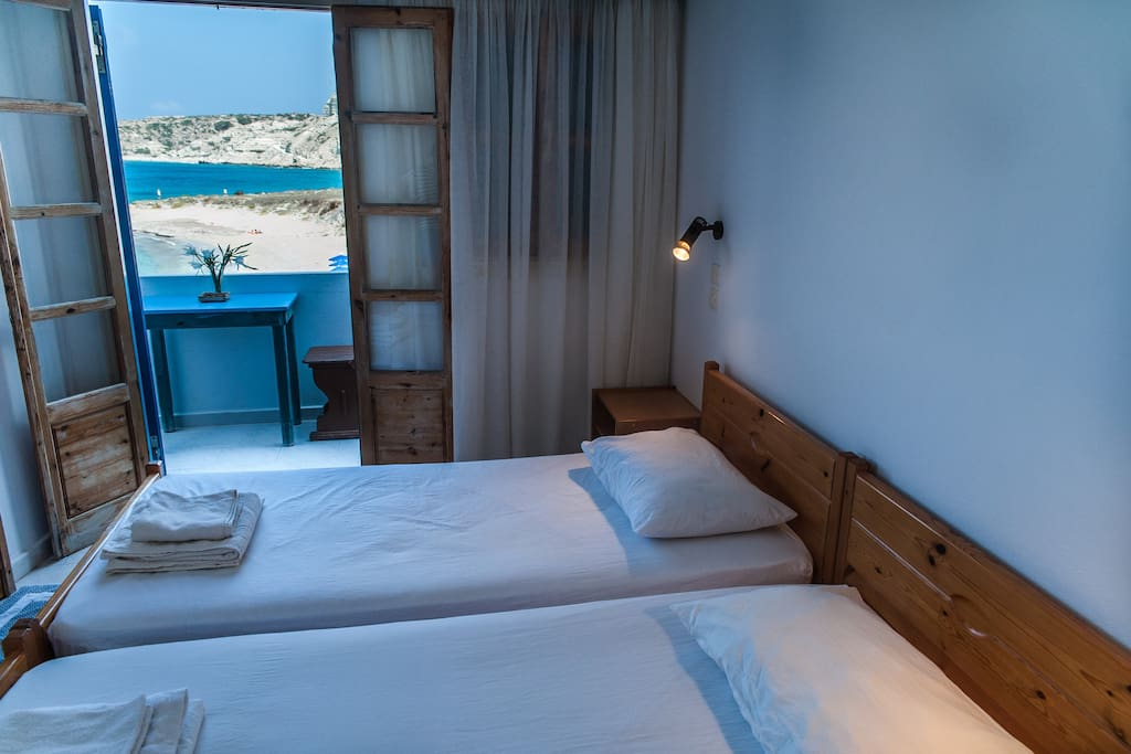 The bedroom with a sea view