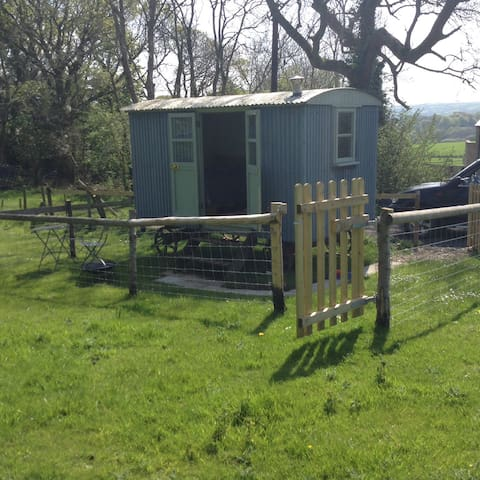 Shepherds hut in an idyllic setting - Church Knowle