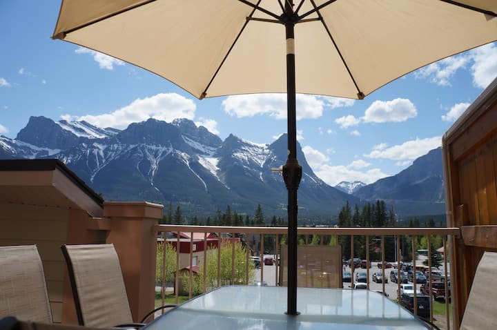 #206 Out n' About Canmore Chalet's