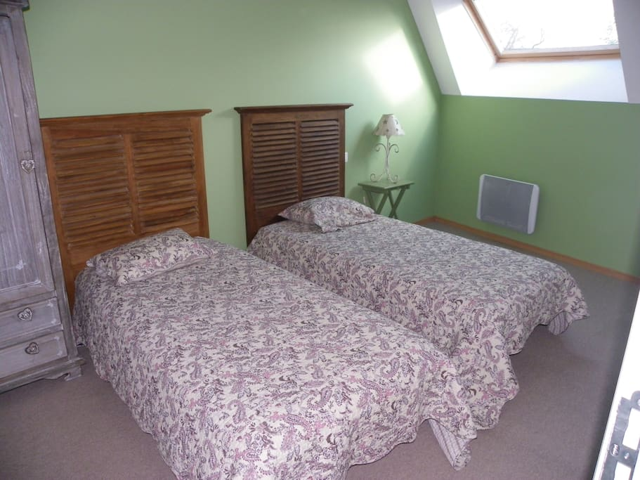 2 lits d'1 personne + lit d'appoint confort.