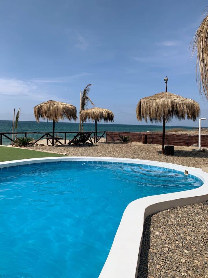 Casa equipada frente al mar en Canoas de Punta Sal