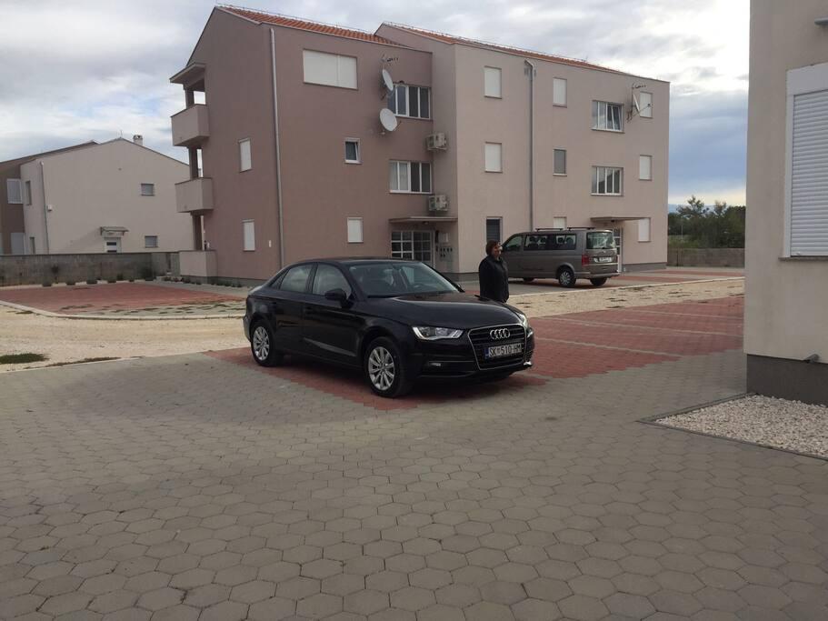 Parkirno mjesto koje pripada apartmanu