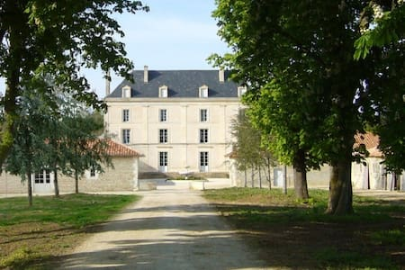 Gîte hôtelier dans château / Domaine privatisé - Granzay-Gript