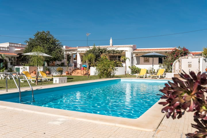 Charming One Bedroom Beach House, Garden and Pool