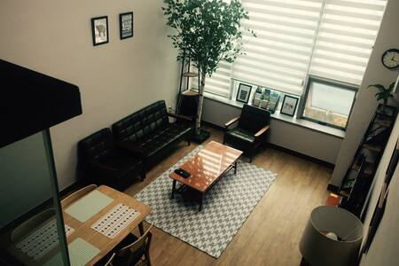 This place will be your home away from home! Clean, modern, and comfy!  Close to the beach and the subway station! I would love to talk to my guests and share some ideas and cultures.