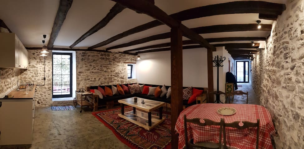 The North Hub (6-Bed Dormitory/First Floor)